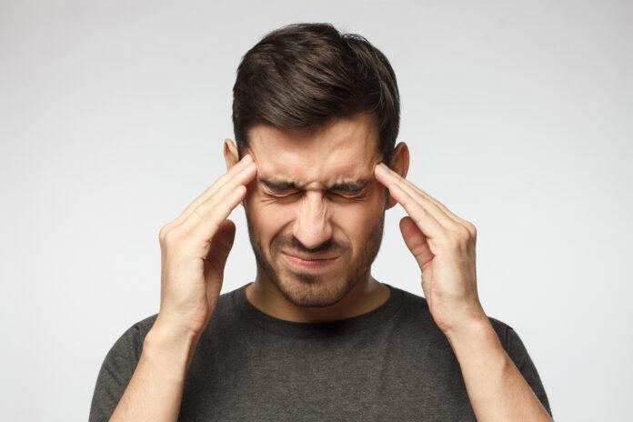 Poranny ból głowy - skąd się bierze?